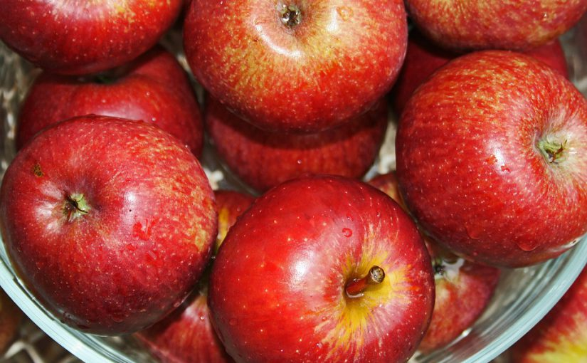 Apfelfest auf dem Schulhof